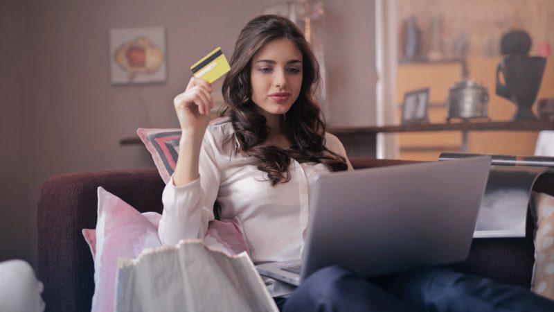mare-atentie-de-unde-cumperi-on-line:-cum-te-lasa-hackerii-fara-bani