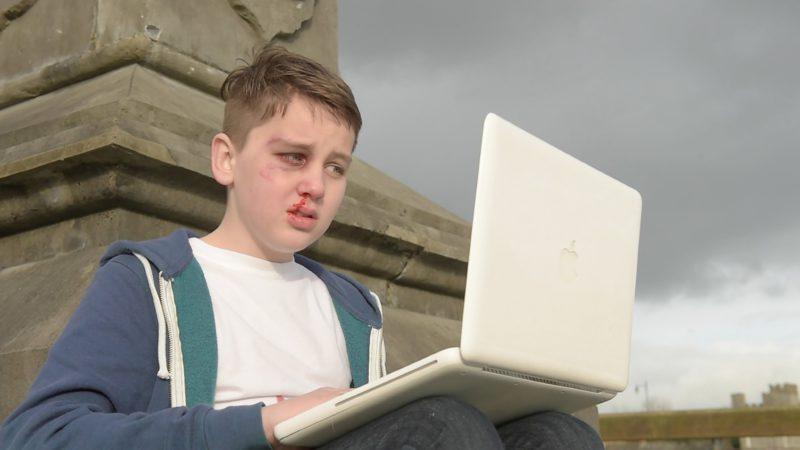 legislatia-din-romania,-in-secolul-21:-agresiunea-on-line-sau-hartuirea-cibernetica,-caz-penal
