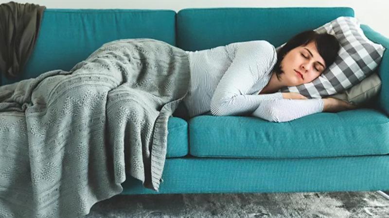 cat-de-bine-este-sa-dormi-la-amiaza:-beneficiile-atipitului,-confirmate-de-cercetatori
